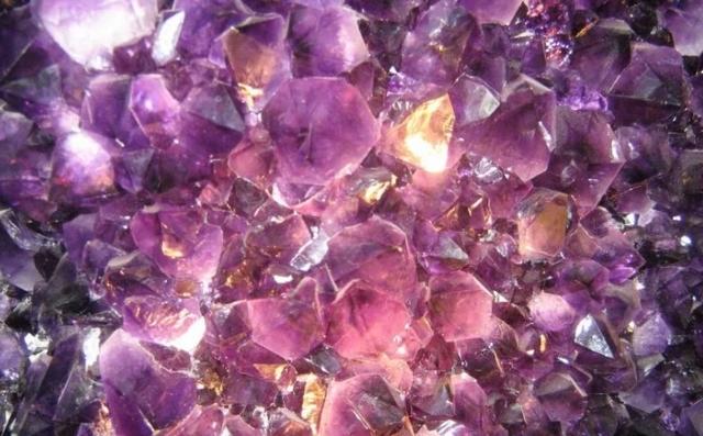 kamen-ametist-magicheskie-lechebnye-svojstva