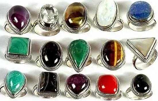 kamni-dlja-magicheskih-svojstv-kol'ca-po-znakam-zodiaka