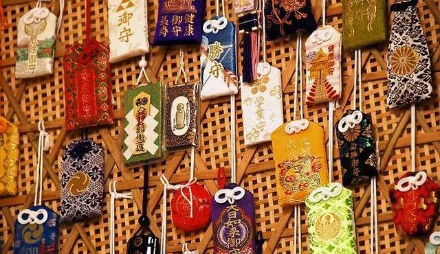 talismany-japonskie-amulety-oberegi-omamori