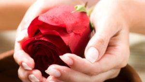 Использование живого цветка для ритуала